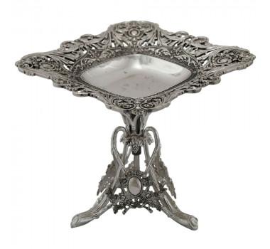 centro-de-mesa-em-metal-entalhado-e-base-longa-16x17cm