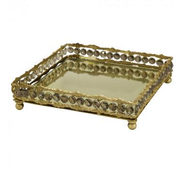 bandeja-dourada-produzida-em-metal-com-detalhes-na-borda-7x26x26cm