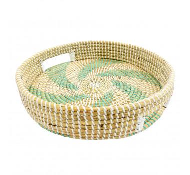 bandeja-decorativa-redonda-produzida-em-rattan-com-alcas-e-detalhes-em-verde-8x40cm