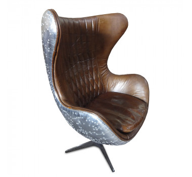 Poltrona em Couro Marrom Club Chair
