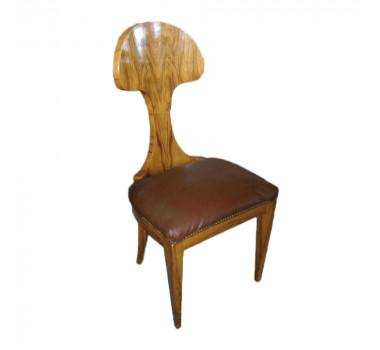 cadeira-em-madeira-estofado-de-couro-103x53x43cm