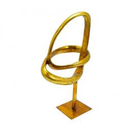 Escultura Decorativa em Resina Dourada - 34x15x19cm
