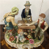 escultura-em-porcelana-homens-na-mesa-24x29x24cm-7569